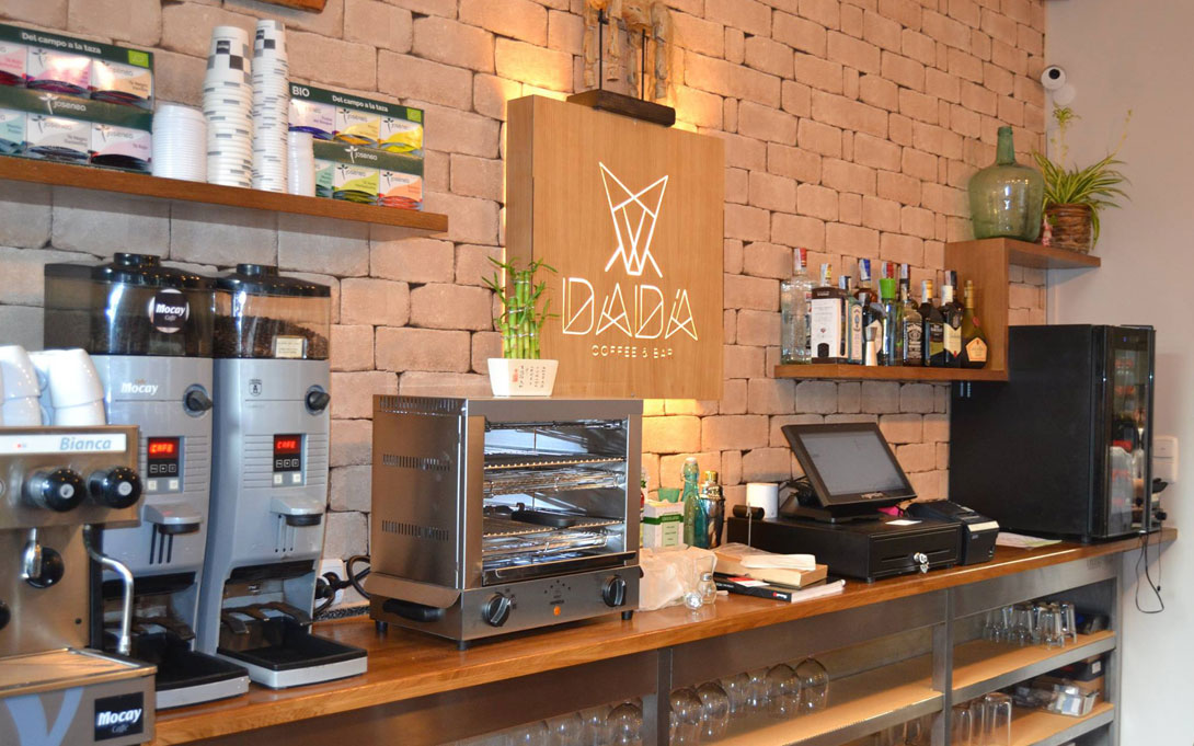 Branding - Dadá Coffee & Bar 2
