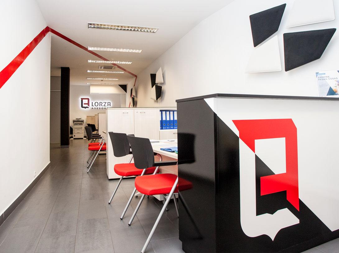 Lorza Asesores - Branding, papelería, diseño de fachada e interiores 2